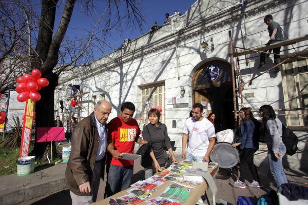 Fotos-MGP-Salud-Jovenes-embellecieron-la-fachada-del-Centro-de-Salud-1